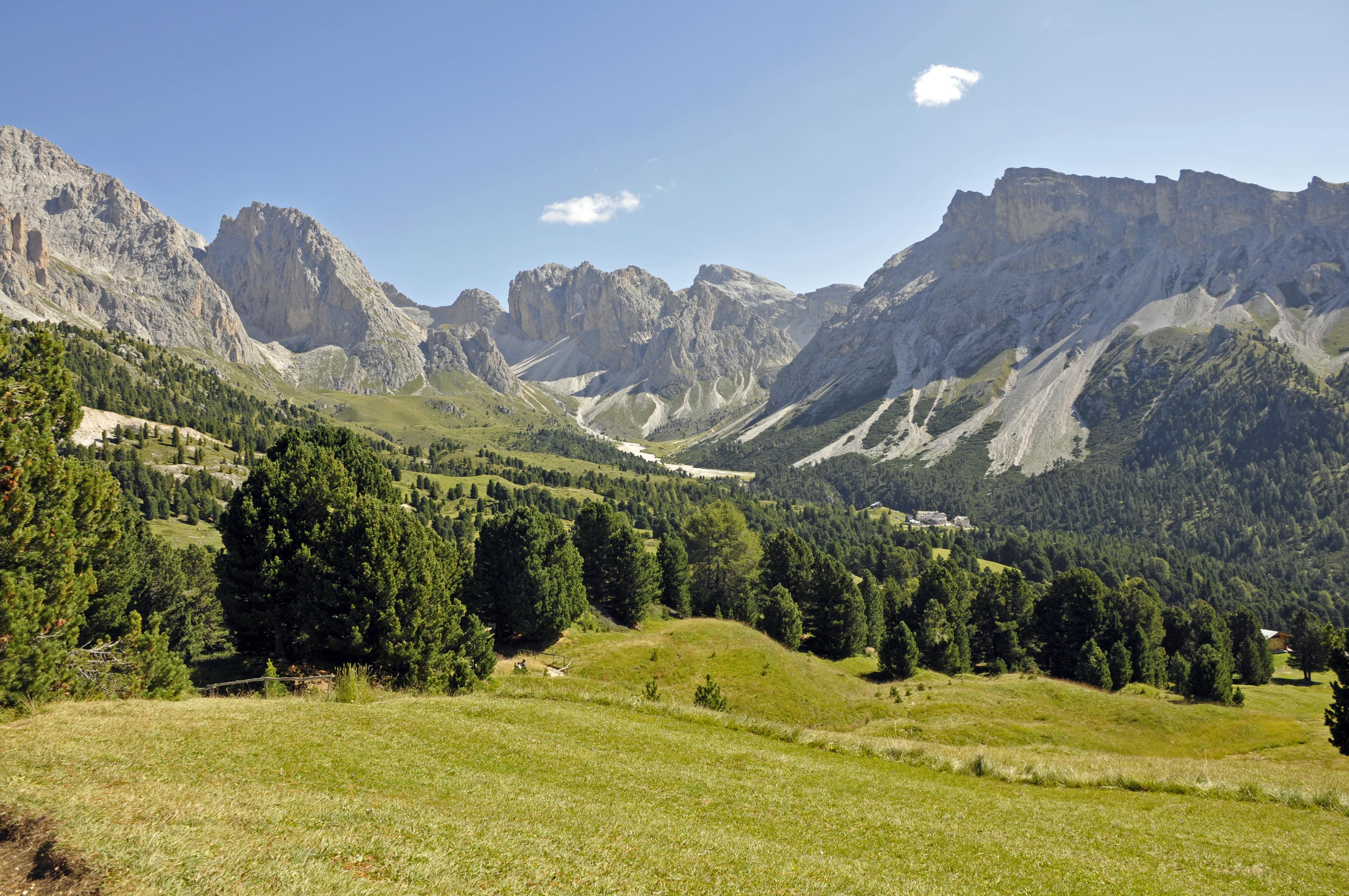 vista panoramica in Val Gardena dal sentiero dell'alpe di cisles