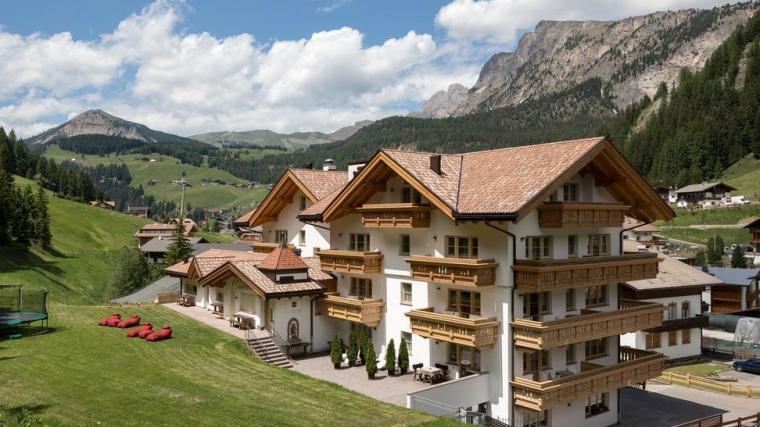 Tourist guide to visit Val Gardena-hotel somont