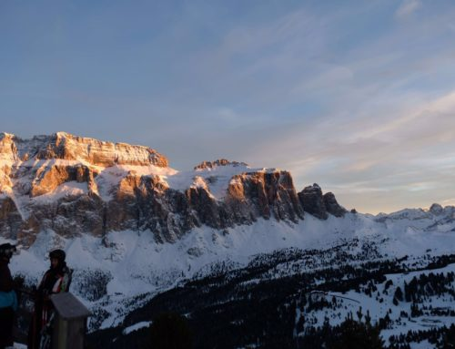 L'incredibile bellezza delle Dolomiti infuocate al tramonto