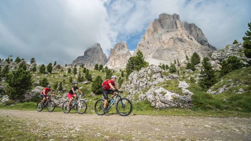 Una guida alle proposte per l'estate della Val Gardena con bicicletta e mountain bike